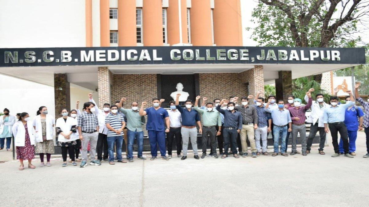 हाईकोर्ट ने जूनियर डॉक्टरों की हड़ताल को कहा अवैध, 24 घंटे में ड्यूटी पर हाजिर होने का आदेश