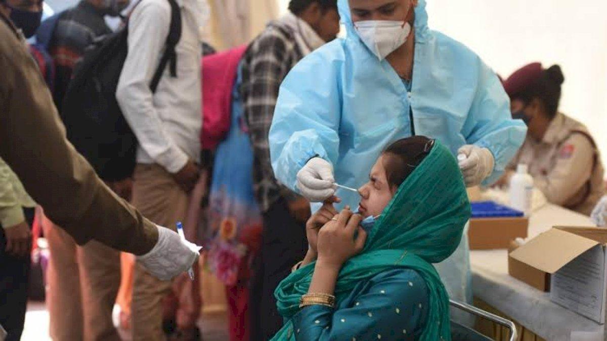 Corona Virus: पिछले 24 घंटे में करीब 4 हजार लोगों की हुई मौत, महाराष्ट्र का बैकलॉग जुड़ने से बढ़ा आंकड़ा