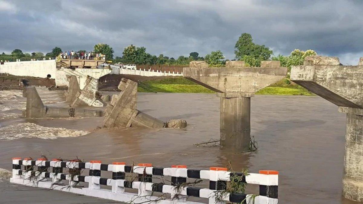 Corruption in MP: उद्घाटन से पहले ही नदी में बहा करोड़ों का पुल